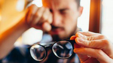 Miyop Gözlüğü Sürekli Takılır mı?