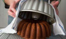 Kek Kalıbındaki Kek Nasıl Çıkartılır?